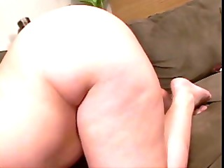 corpulent latina shoves sextoy in her snatch and