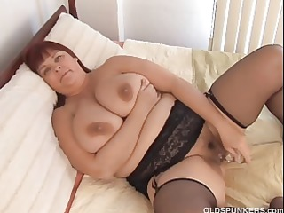 pretty breasty d like to fuck in nylons works her